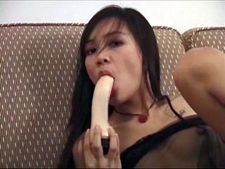 Amateur oriental girl does a sexy video for hew new friend